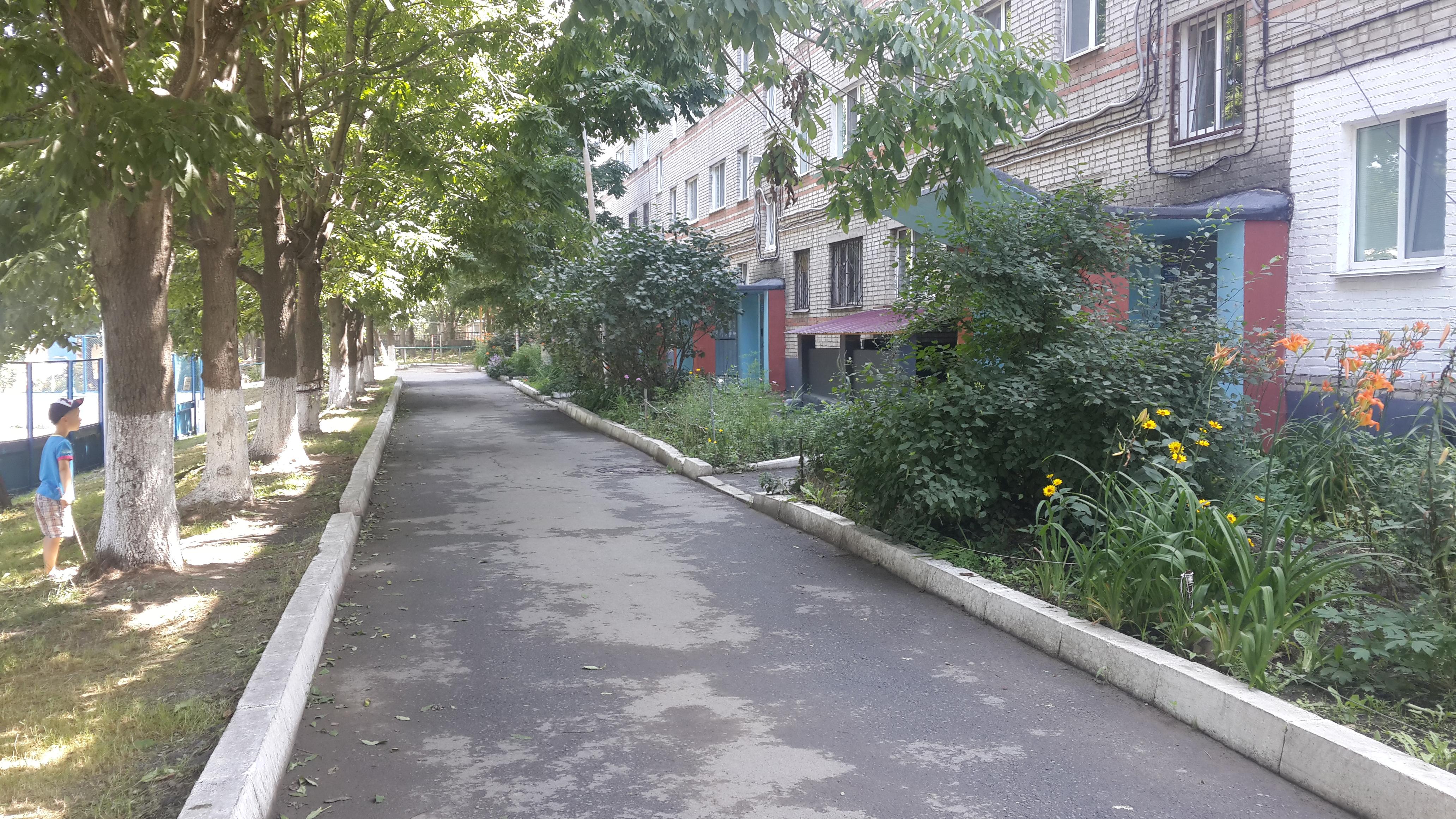 двор, в котором живёт моя сестра